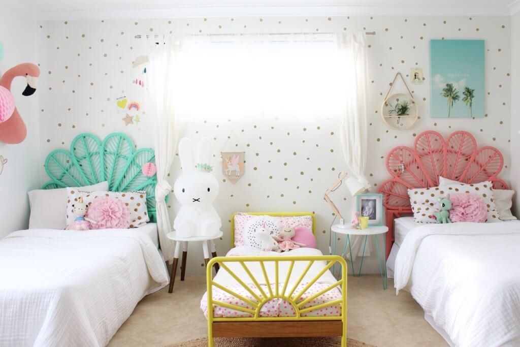 Trevligt färgglatt sovrum