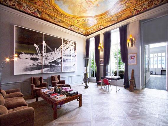 Paris1 Trevlig och rymlig takvåning i Paris med målat tak