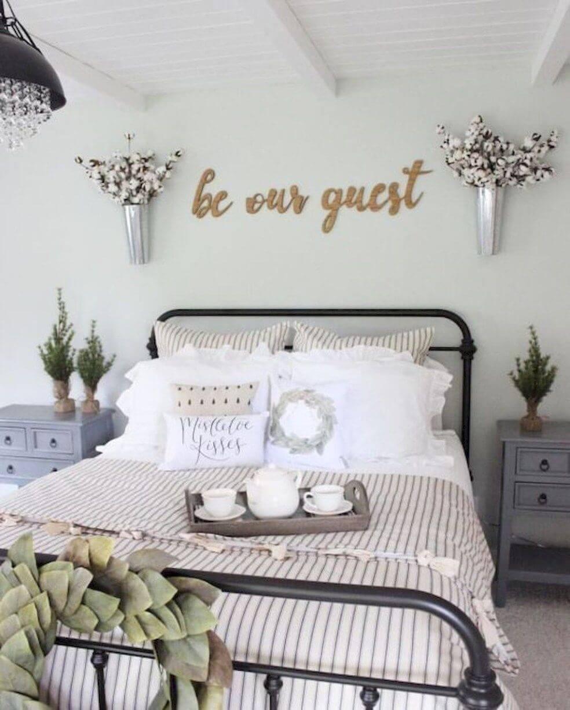 Bedårande vitt sovrum