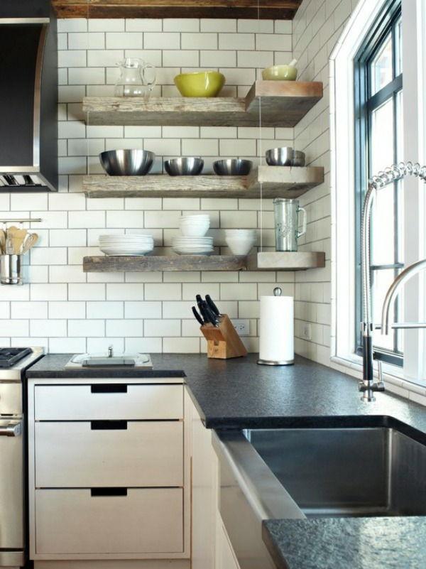 Använd hörnhyllor för att få ut det mesta av ditt kök