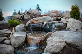 Bakgård vattenfall idéer för att få dig inspirerad