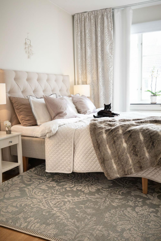 Bevis på att ett litet sovrumsinredning kan se bra ut
