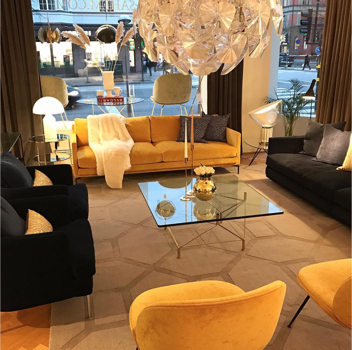 Dekorera med en gul soffa