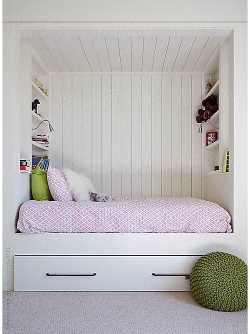 Dekorera och lägga till färg i utrymmen med vita väggar