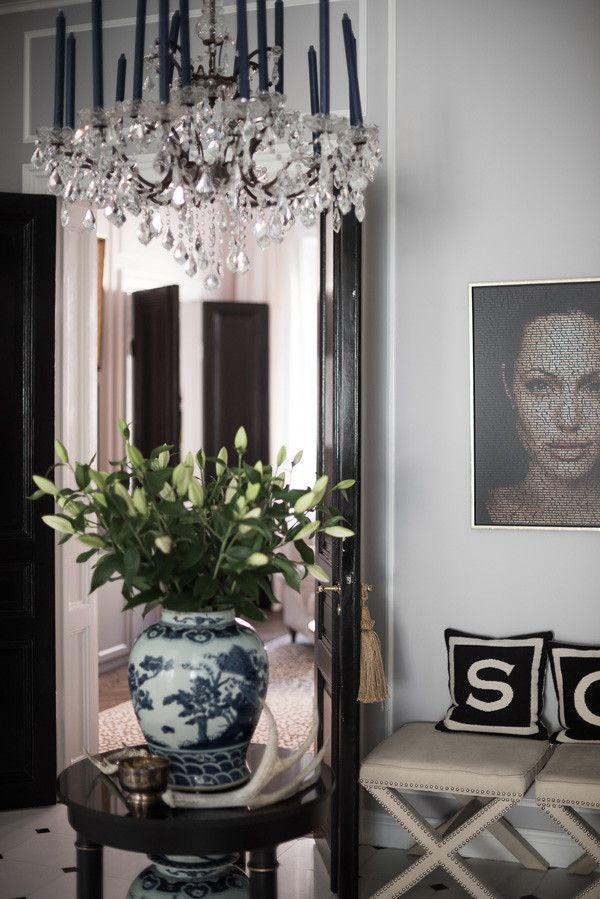 Den klassiska och eleganta stilen i det viktorianska vardagsrummet