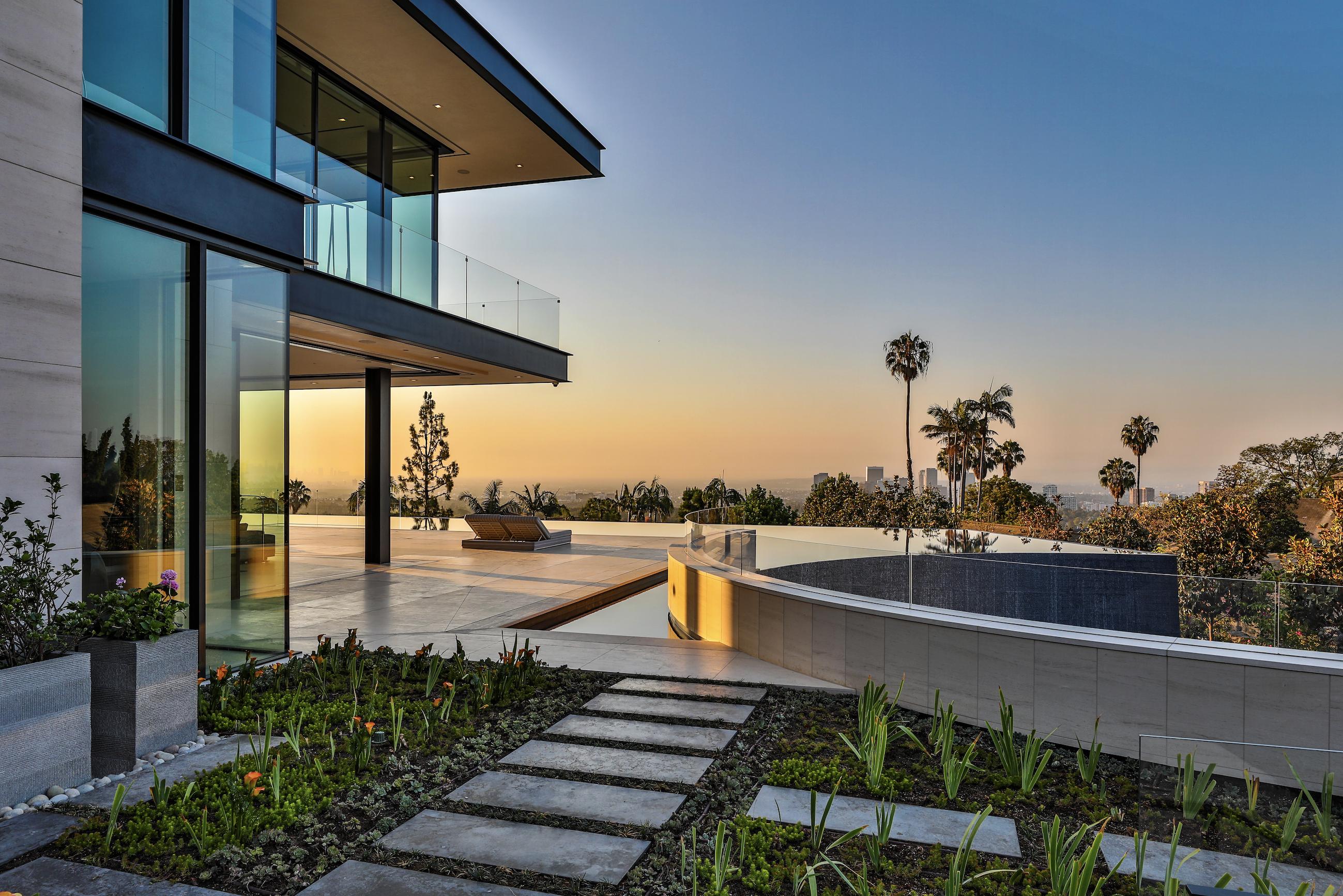 Ett underbart modernt lyxhus designat av McClean Design