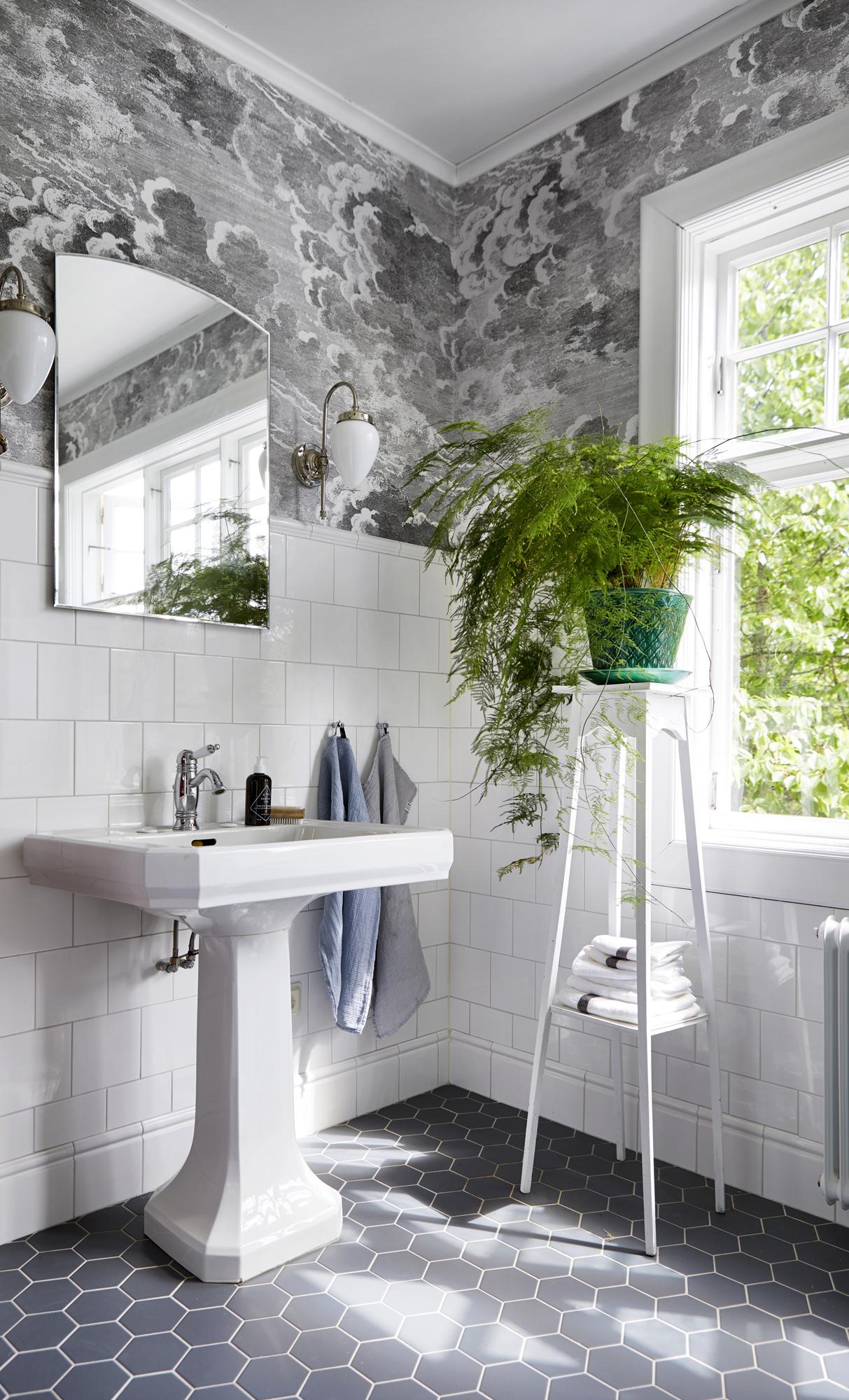 Exempel på klassisk badrumsinredning som sticker ut