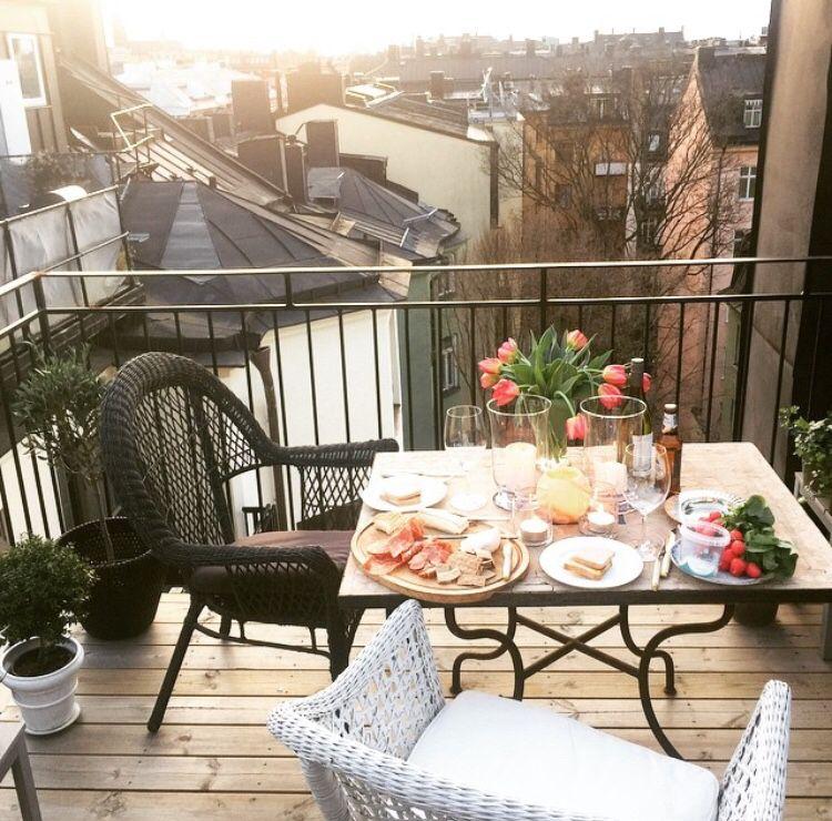 Hur man dekorerar en lägenhet balkong