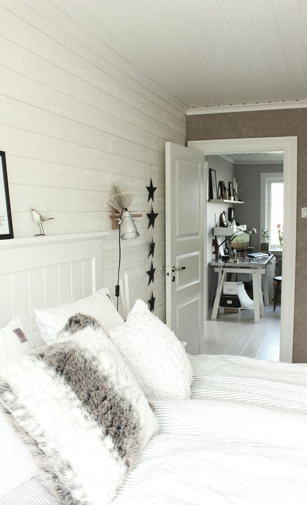 Idéer att dekorera ditt sovrum med rött, vitt och svart