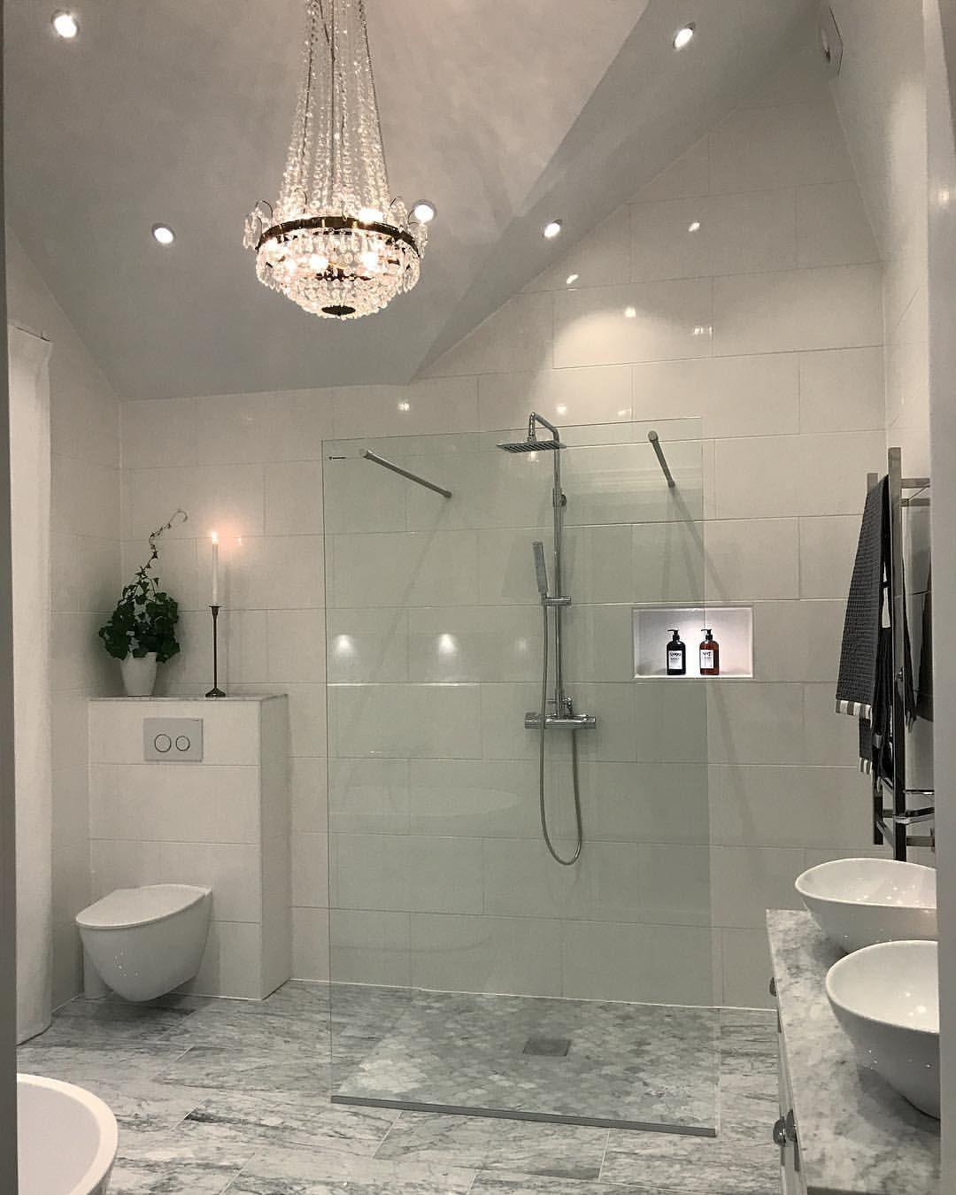 Idéer till ljuskronor för badrum