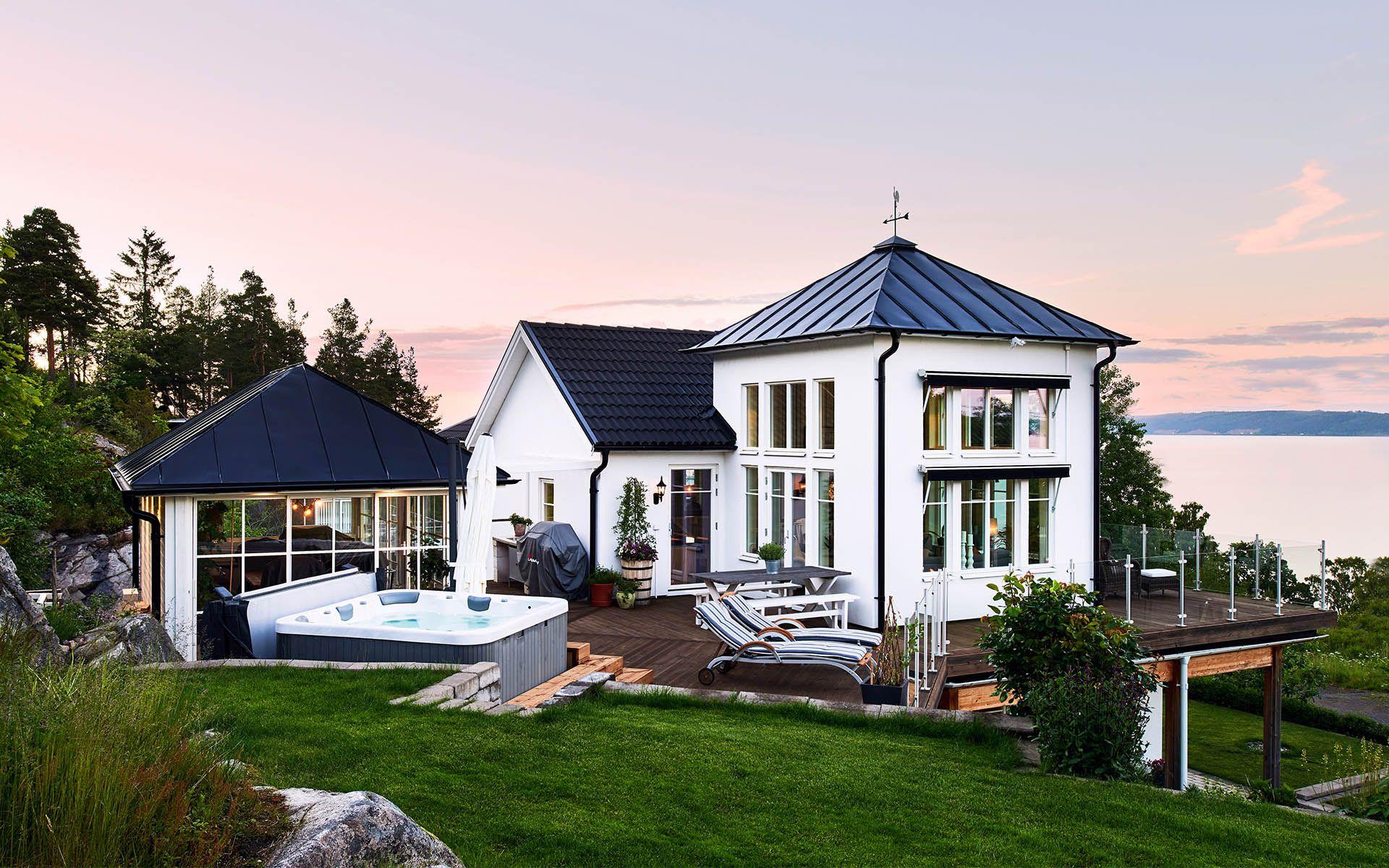 Kanadensiskt hus med modern inredning designad av ActDesign