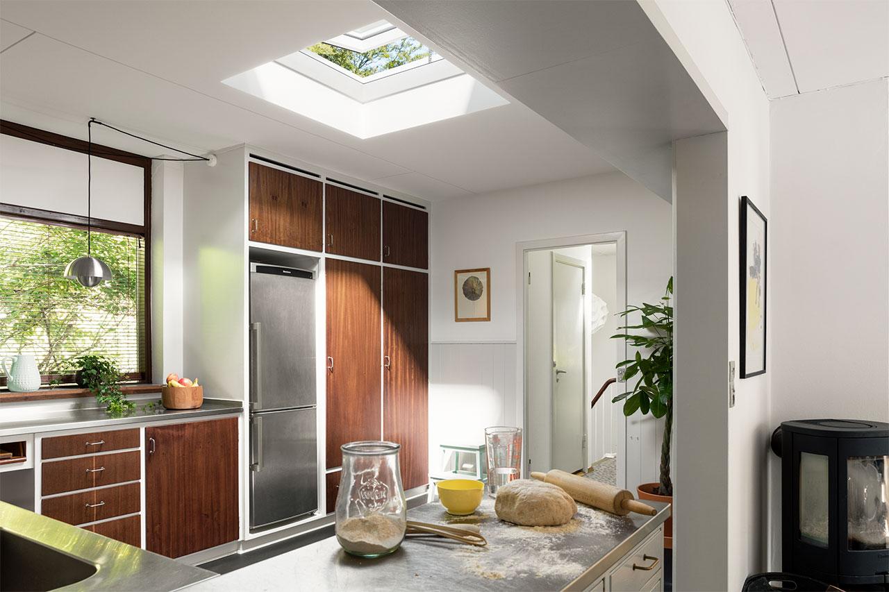Kök med takfönster för mer naturligt ljus