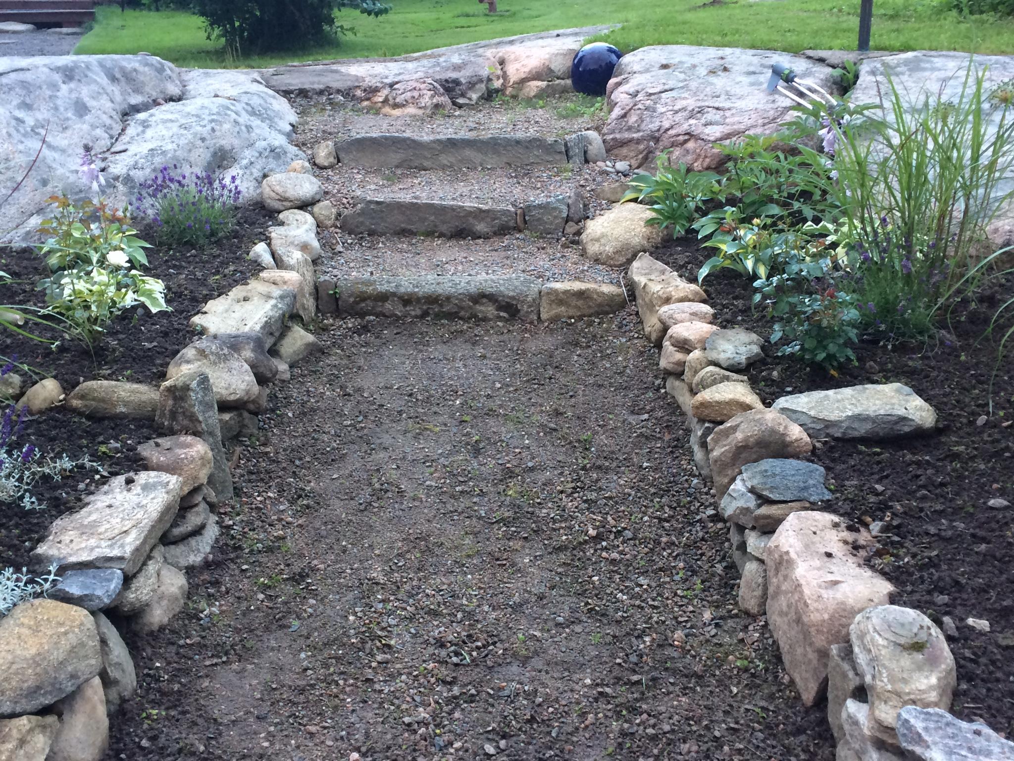 Kreativa utomhusdäckidéer för en vacker trädgård