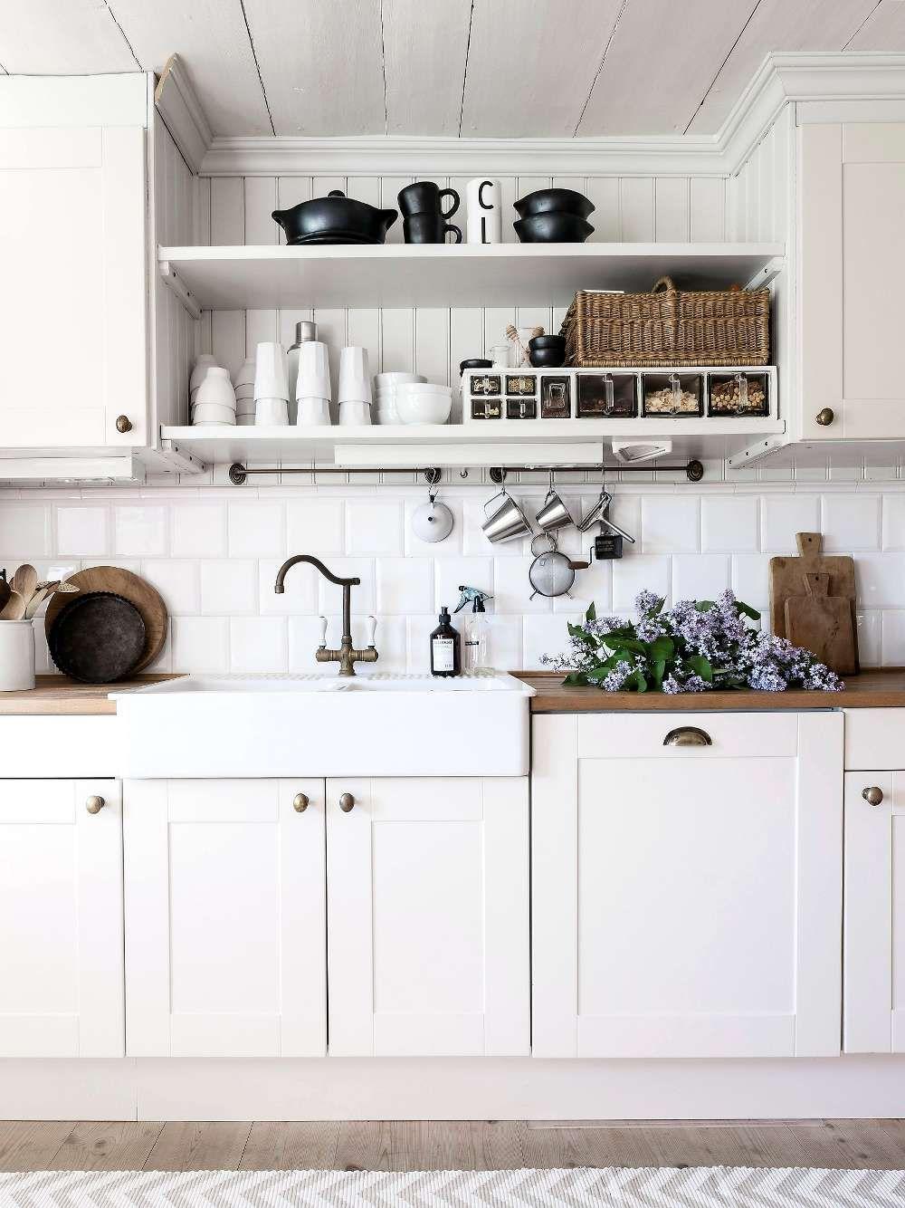 Lantligt kök: design, idéer, skåp och inredning