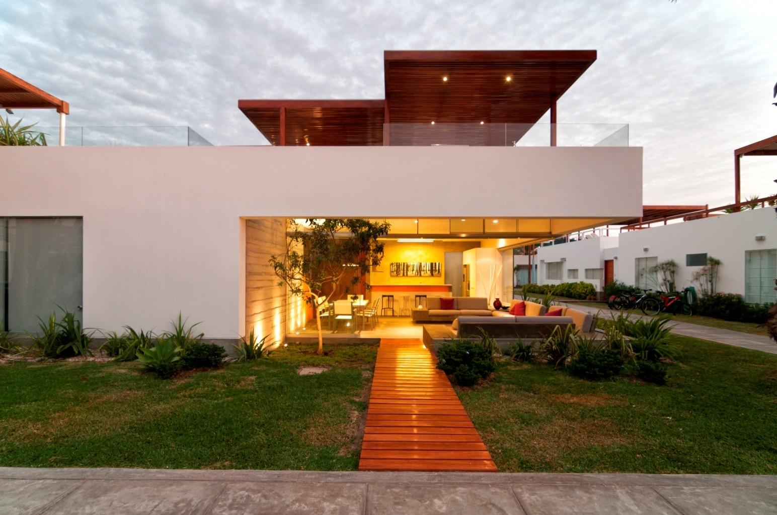 Modernt hus Casa Seta Designat av Martin Dulanto