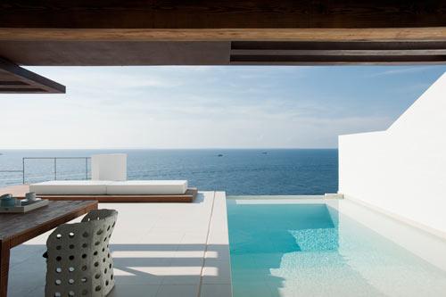 Ren och enkel Dupli Dos House designad av Juma Architects