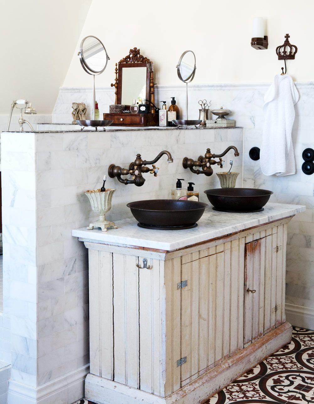 Rustik badrumsdesign: idéer, fåfänga, dekor och belysning