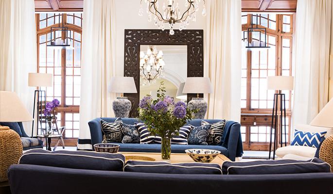 Rymlig takvåning med en bra balans mellan möbler och inredning