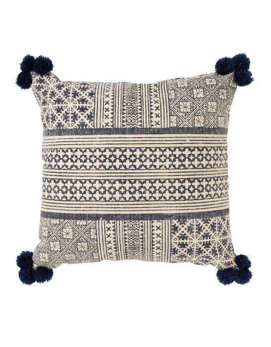 Samtida dekorativa kuddar för vackra och bekväma rum