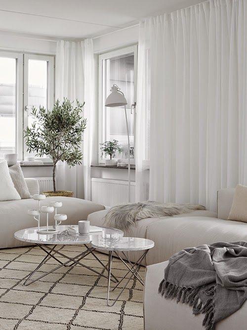 Skönheten i minimalistiska vardagsrum med exempel
