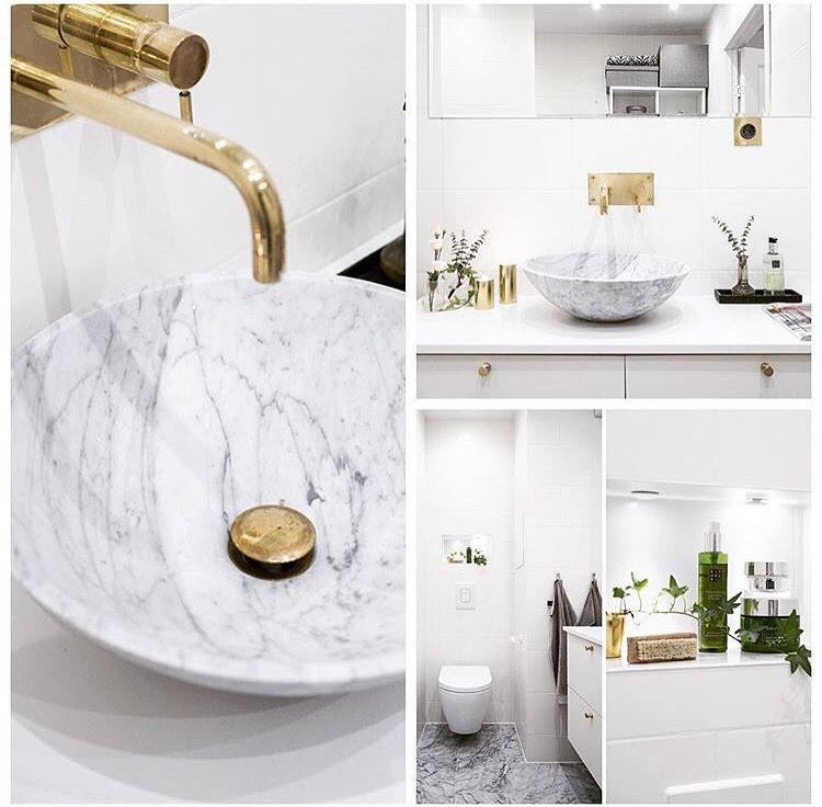 Vita och guld badrumsidéer